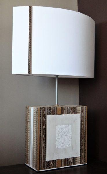 Lampe Lamelle de carton, décoration peinture stuc nacre, pochoir blanc