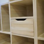 "Meuble de rangement sous escalier en carton. Imitation bois ""pin clair"""
